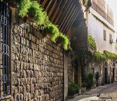 """سامي مبيّض رداُ على بيان محافظة دمشق حول الرسومات على جدران المدينة القديمة: """"جعل محميّة في المدينة المنسيّة"""""""